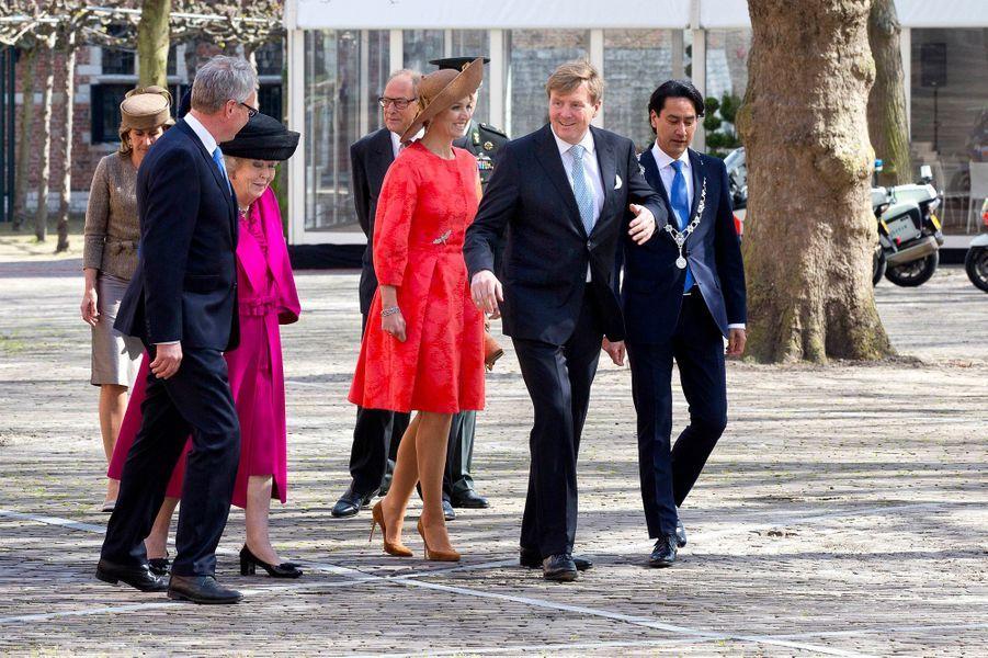 La reine Maxima et le roi Willem-Alexander des Pays-Bas avec la princesse Beatrix à Middelburg, le 21 avril 2016