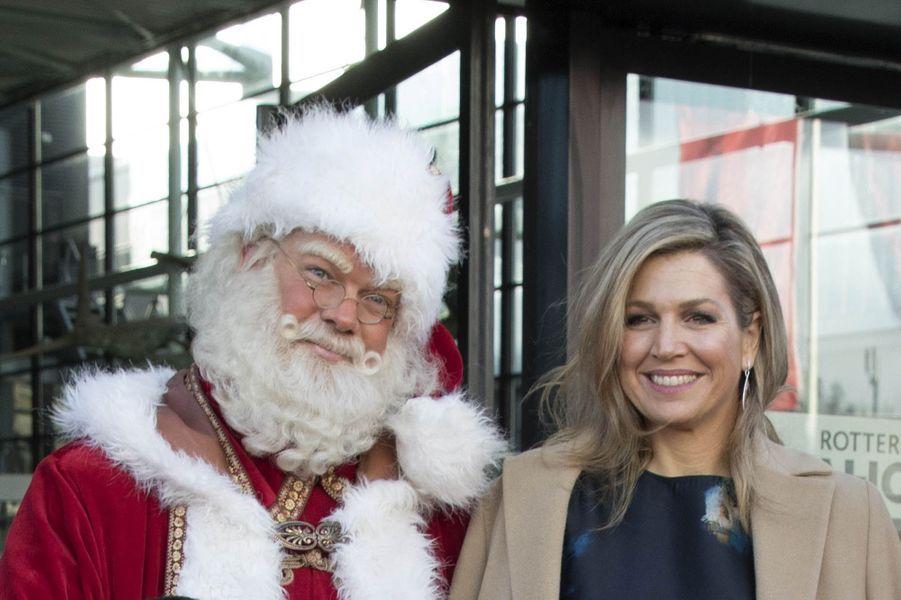 La reine Maxima des Pays-Bas et le Père Noël à Rotterdam, le 14 décembre 2017