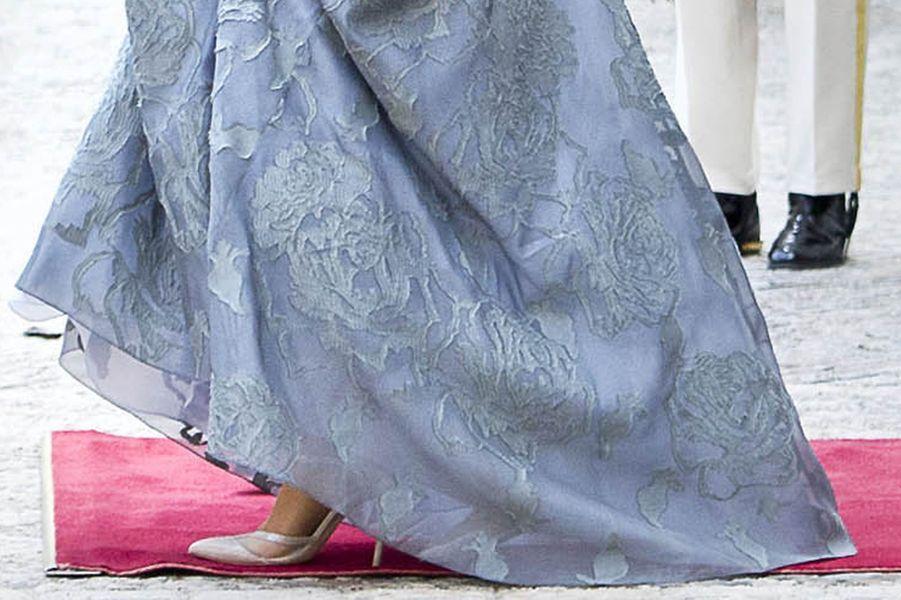 Détail de la robe de la reine Maxima des Pays-Bas à La Haye le 19 septembre 2017