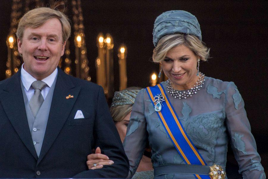 Détail du corsage de la robe de la reine Maxima des Pays-Bas à La Haye le 19 septembre 2017