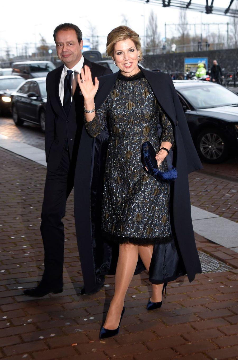 La reine Maxima des Pays-Bas dans une robe Natan à Amsterdam, le 27 novembre 2017