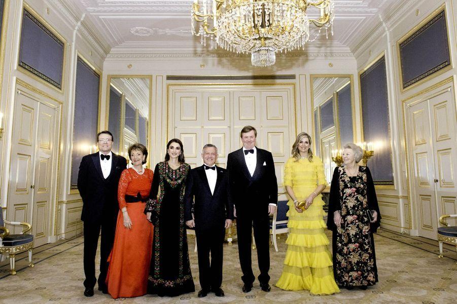 La famille royale des Pays-Bas avec la reine Rania et le roi Abdallah II de Jordanie à La Haye, le 20 mars 2018