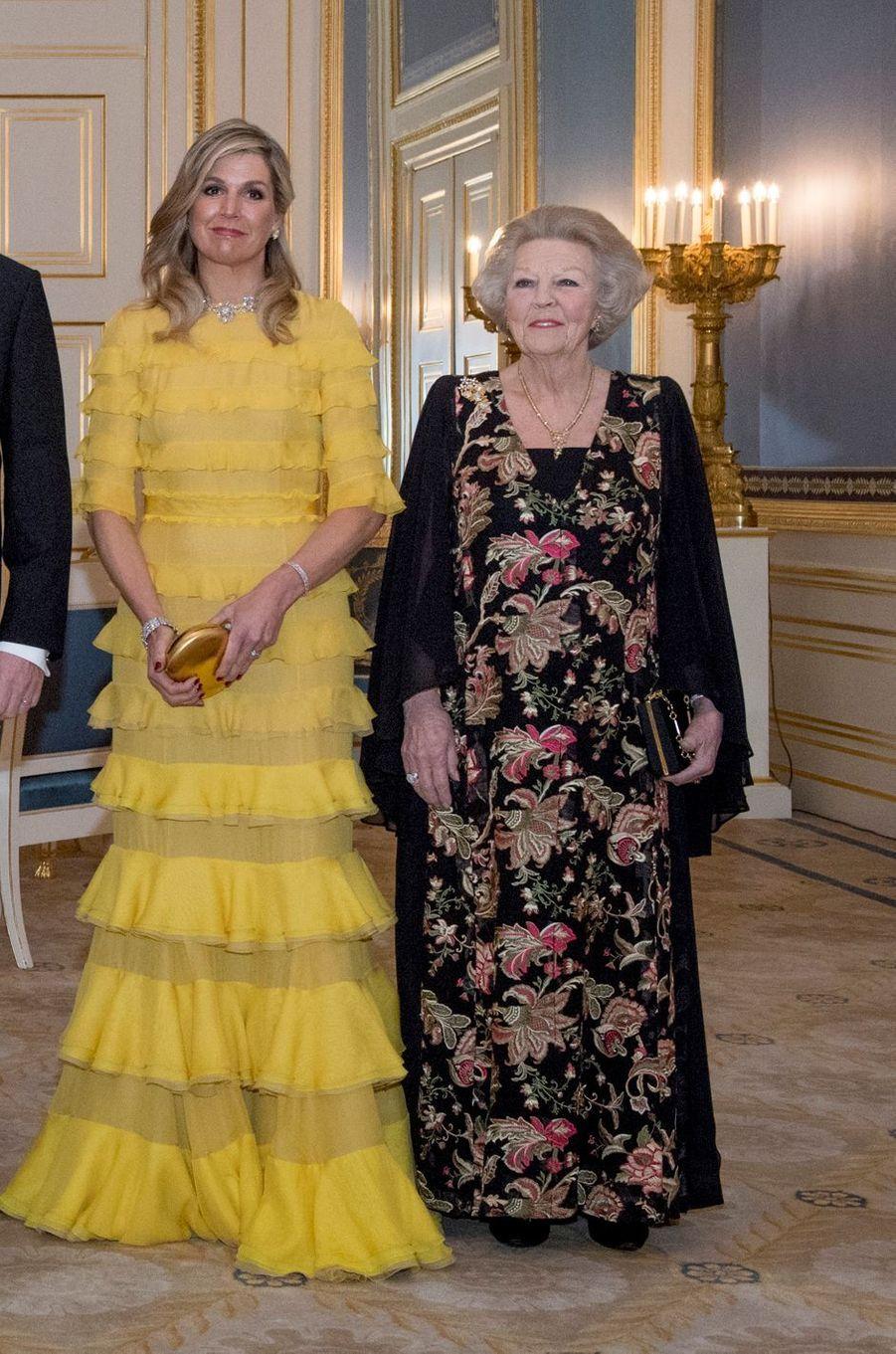 La reine Maxima des Pays-Bas et l'ex-reine Beatrix à La Haye, le 20 mars 2018