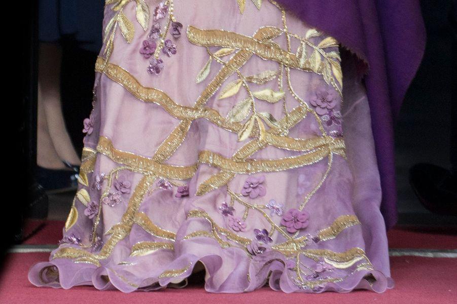 Détail de la robe de la reine Maxima des Pays-Bas à Amsterdam, le 28 avril 2017