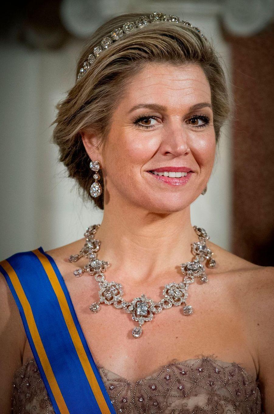 La reine Maxima des Pays-Bas parée de diamants à Amsterdam, le 27 mars 2017