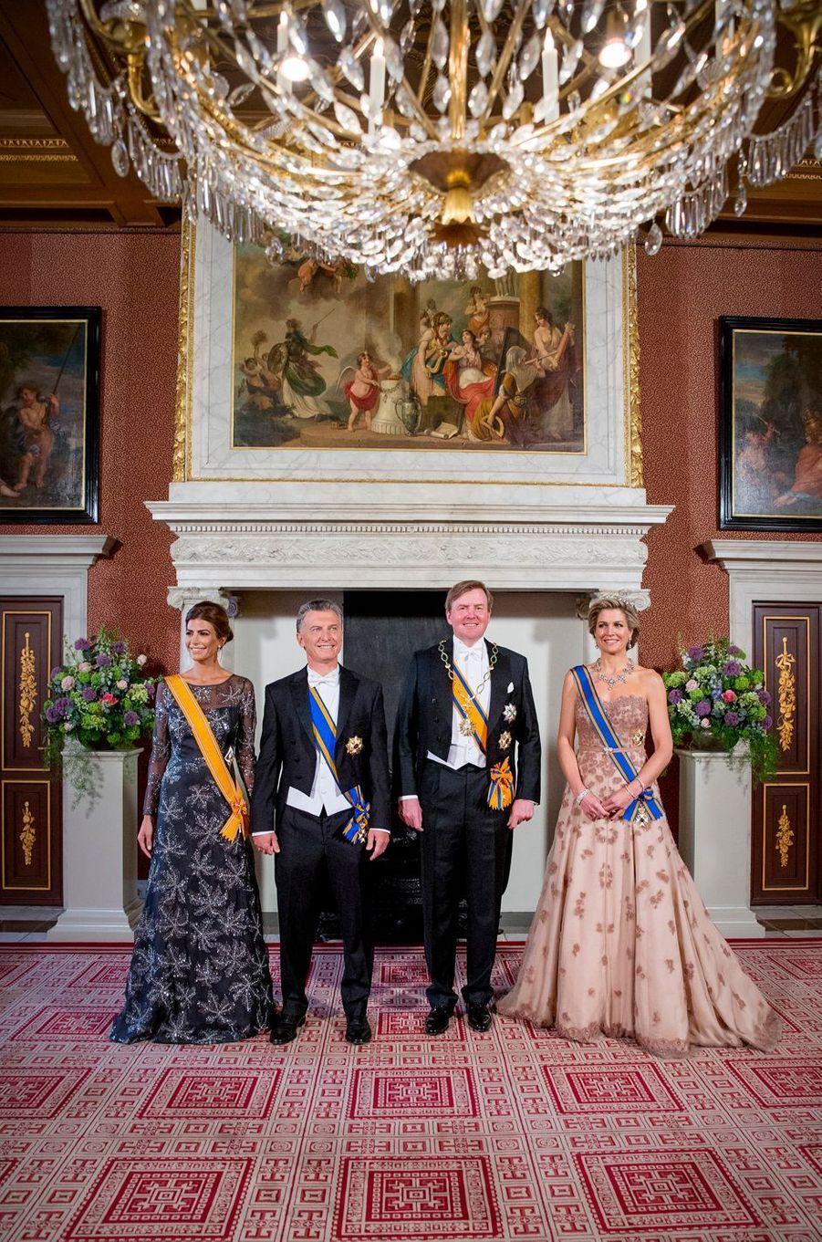La reine Maxima et le roi Willem-Alexander des Pays-Bas avec le couple présidentiel argentin à Amsterdam, le 27 mars 2017