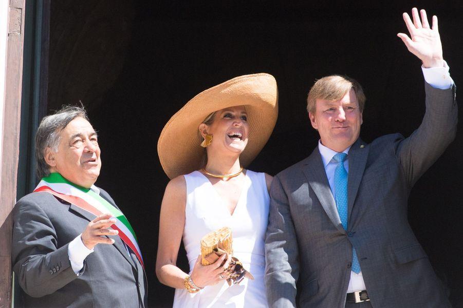 La reine Maxima et le roi Willem-Alexander des Pays-Bas avec le maire de Palerme, le 21 juin 2017