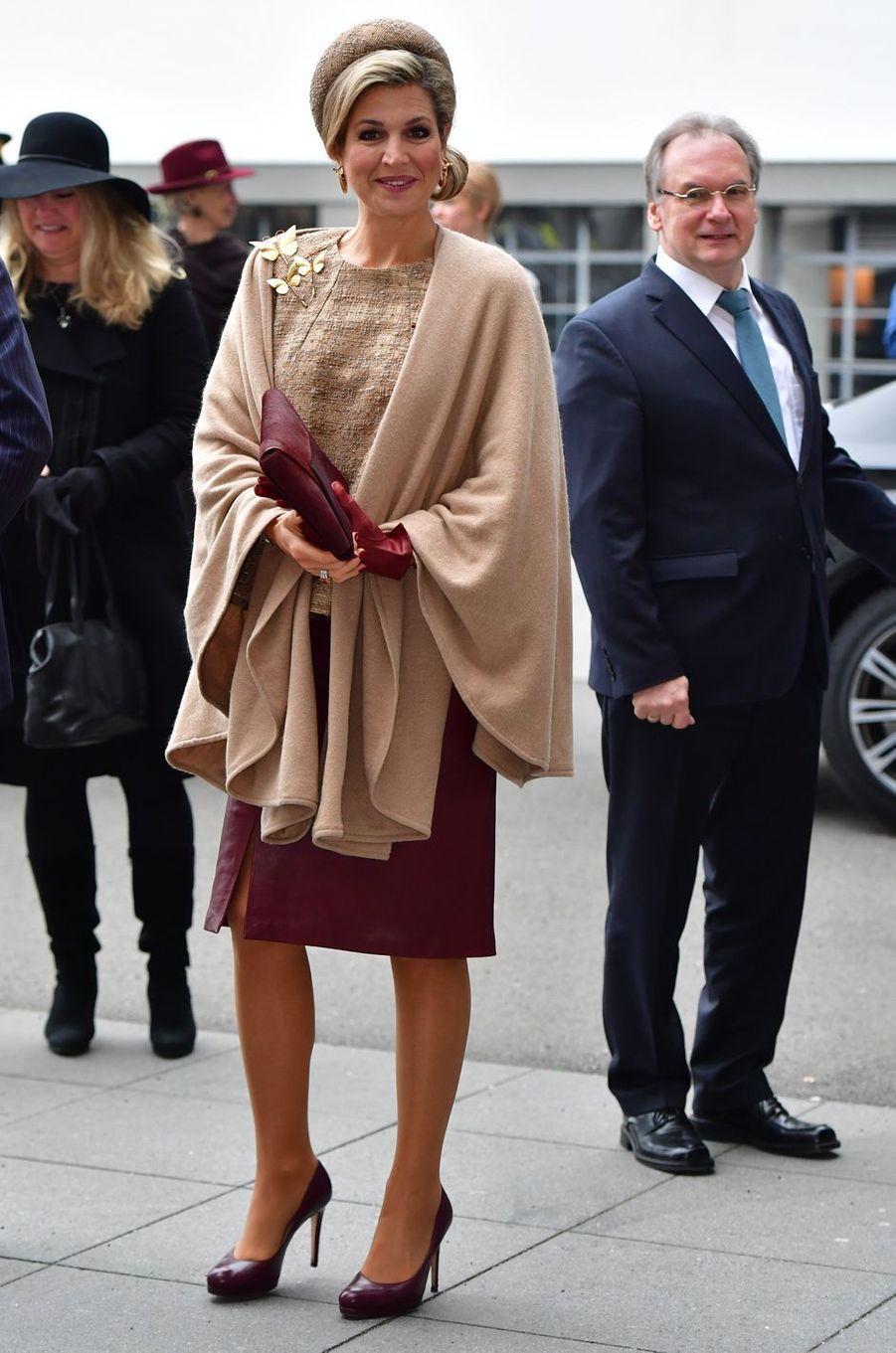 La reine Maxima des Pays-Bas dans une jupe en cuir Natan en Allemagne le 10 février 2017