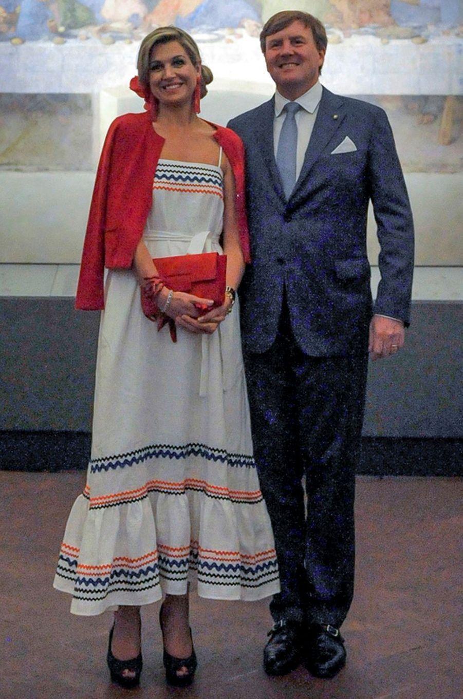 La reine Maxima des Pays-Bas, en Lisa Marie Fernandez, à Milan, le 22 juin 2017