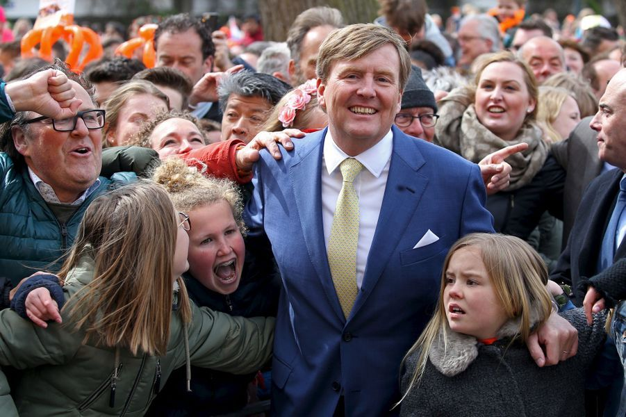 Le roi Willem-Alexander des Pays-Bas avec la princesse Ariane à Zwolle, le 27 avril 2016