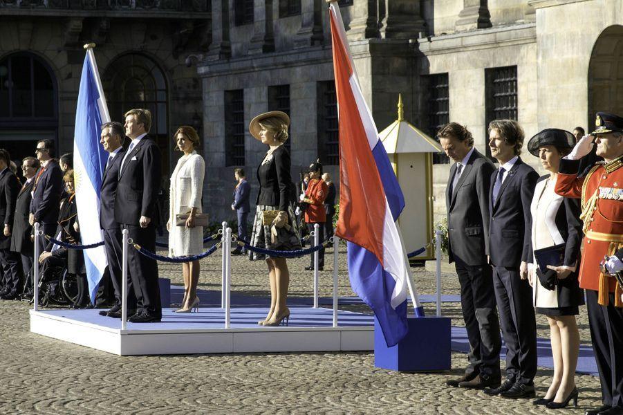 La reine Maxima et le roi Willem-Alexander des Pays-Bas avec le président argentin Mauricio Macri et sa femme Juliana Awada à Amsterdam, le 27 mars 2017