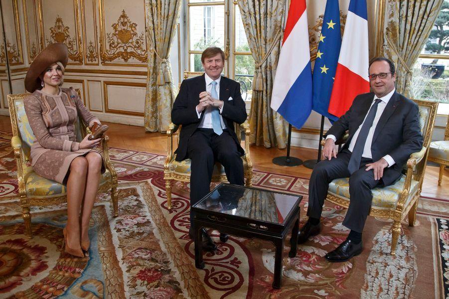 La reine Maxima des Pays-Bas avec le roi Willem-Alexander à Paris, le 10 mars 2016