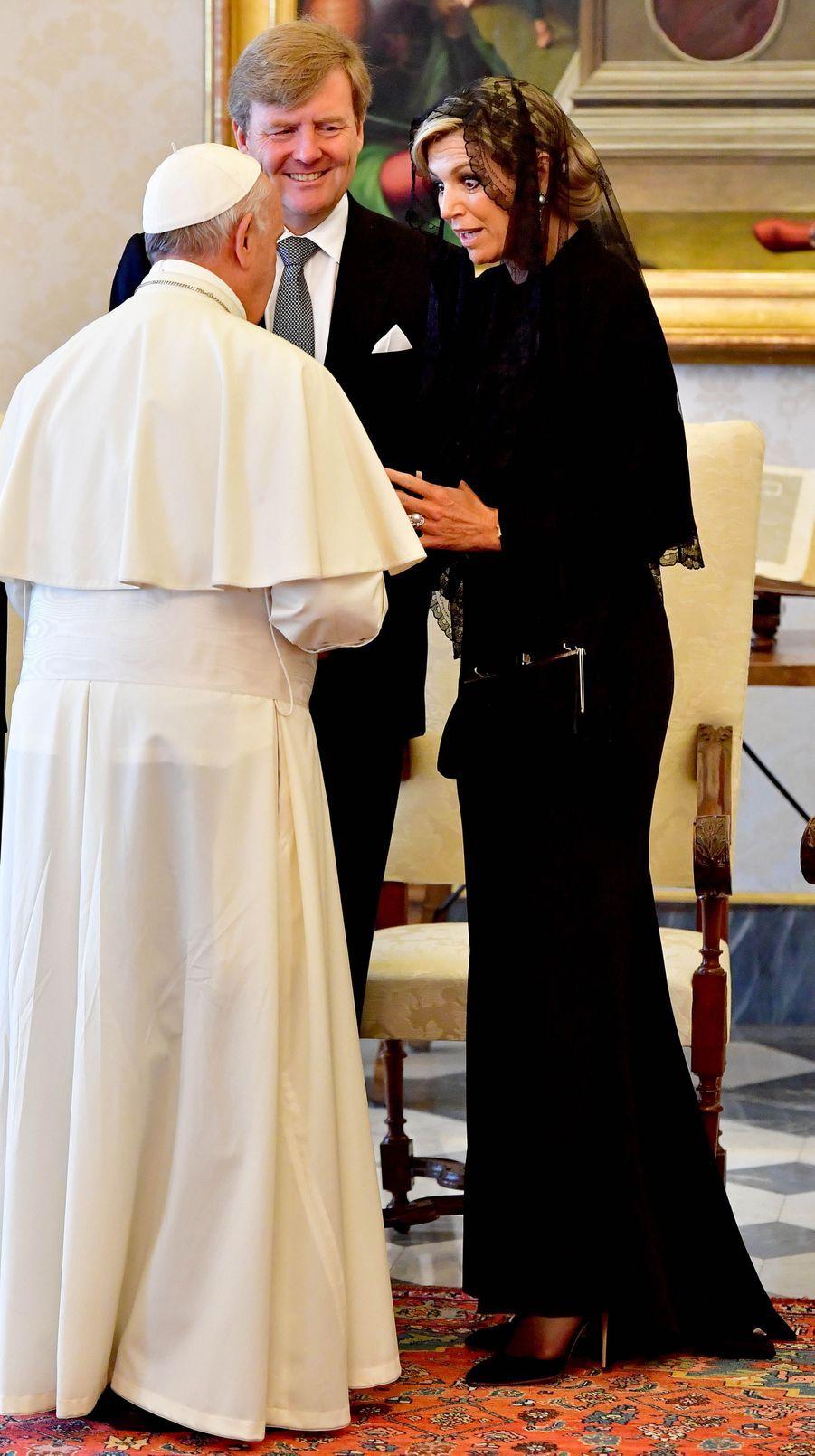 La reine Maxima des Pays-Bas avec le roi Willem-Alexander et le pape François au Vatican, le 22 juin 2017