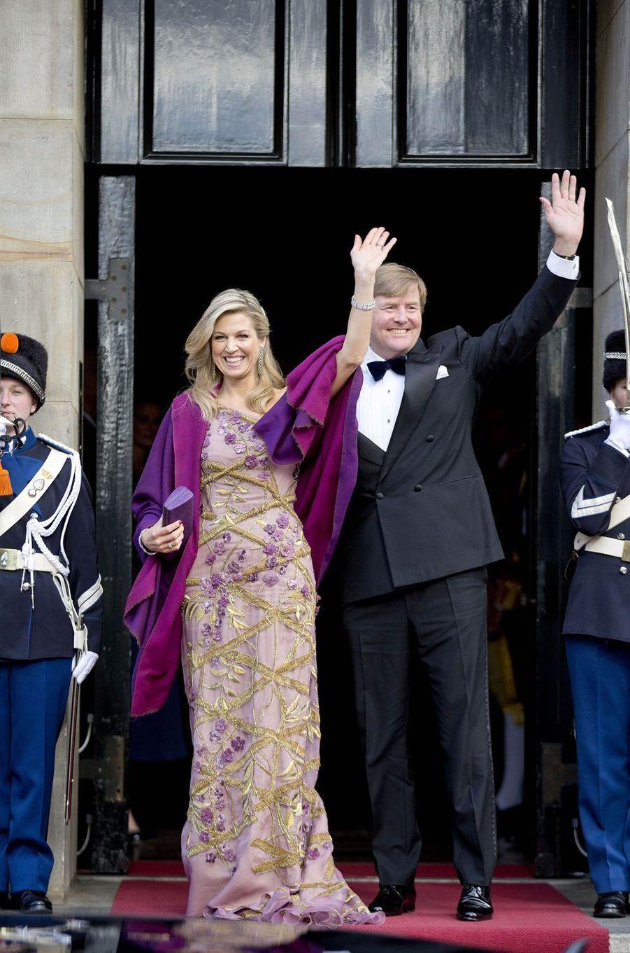 La reine Maxima des Pays-Bas avec le roi Willem-Alexander à Amsterdam, le 28 avril 2017