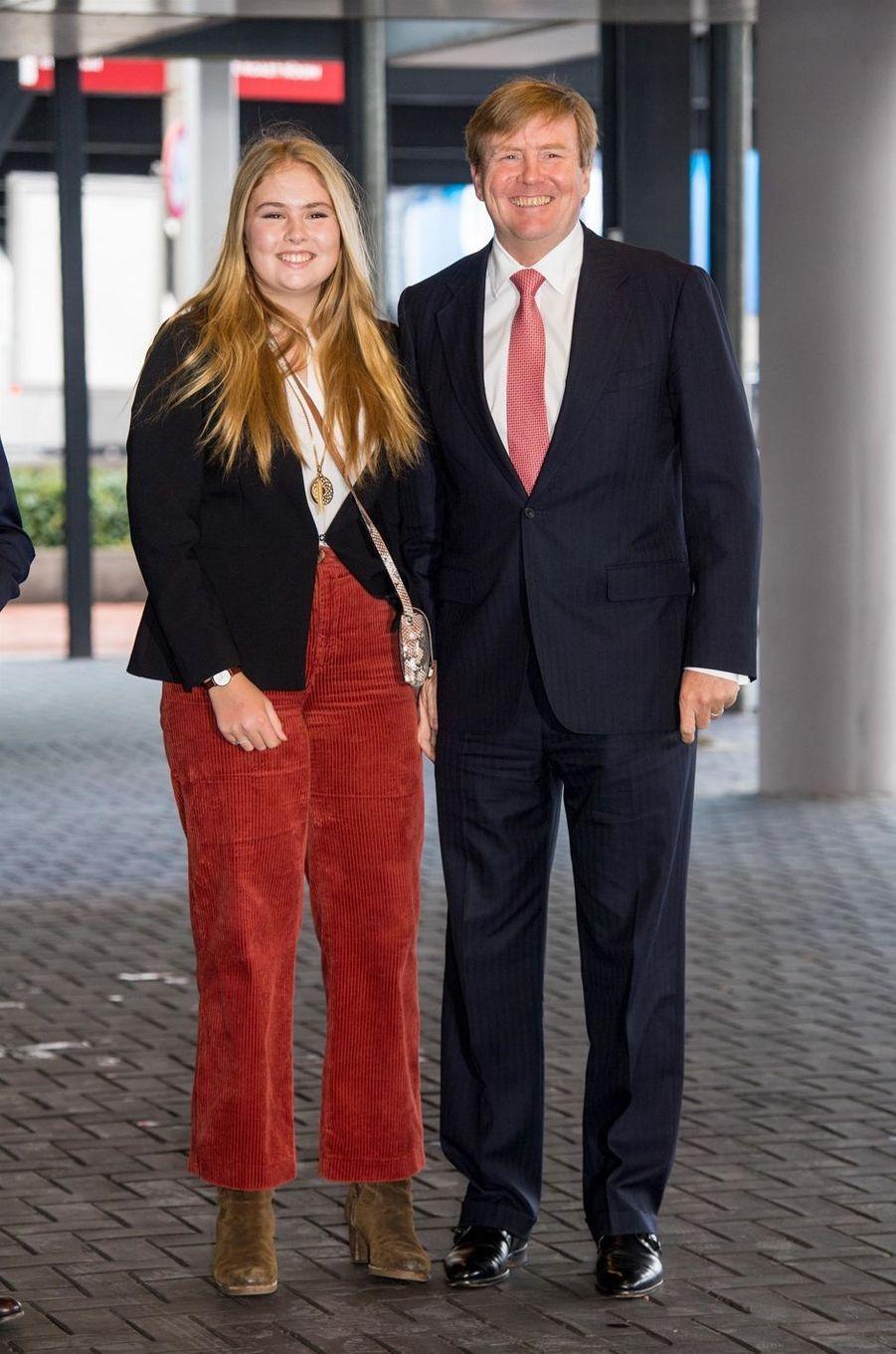 La princesse Catharina-Amalia avec son père le roi Willem-Alexander des Pays-Bas à Amsterdam, le 27 janvier 2019