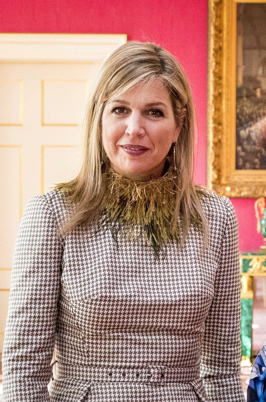 La reine Maxima des Pays-Bas avec un collier en plumes, le 23 mars 2018
