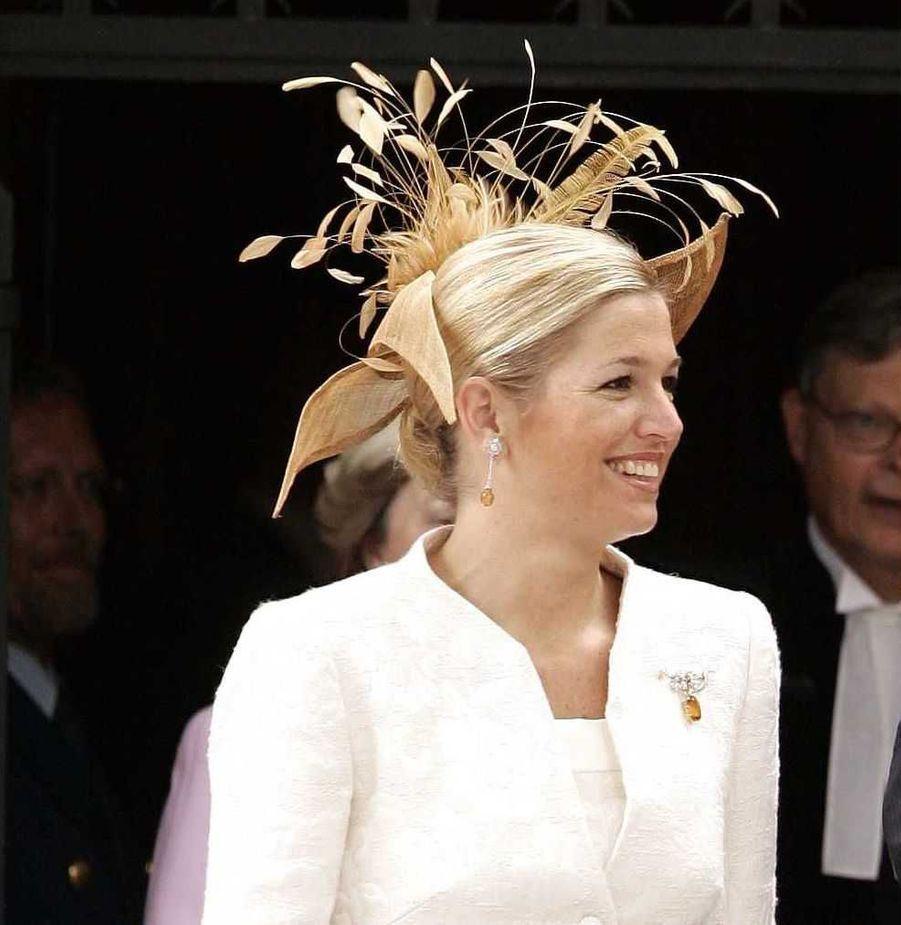 La princesse Maxima des Pays-Bas avec un chapeau orné de plumes, le 12 juin 2004
