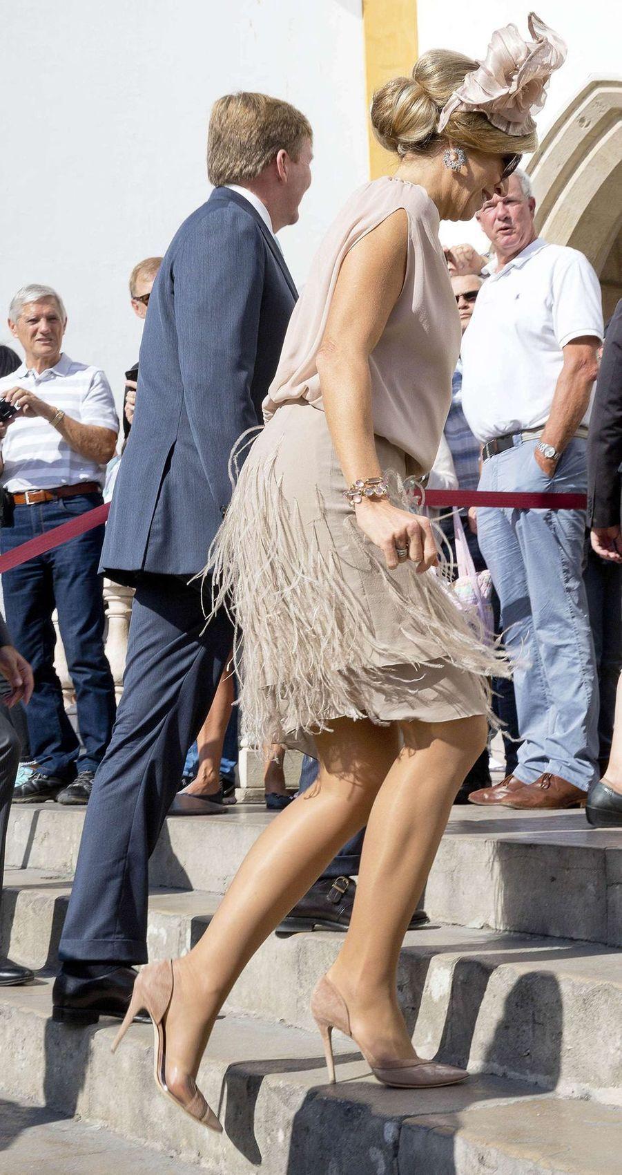 La reine Maxima des Pays-Bas dans une robe agrémentée de plumes le 12 octobre 2017
