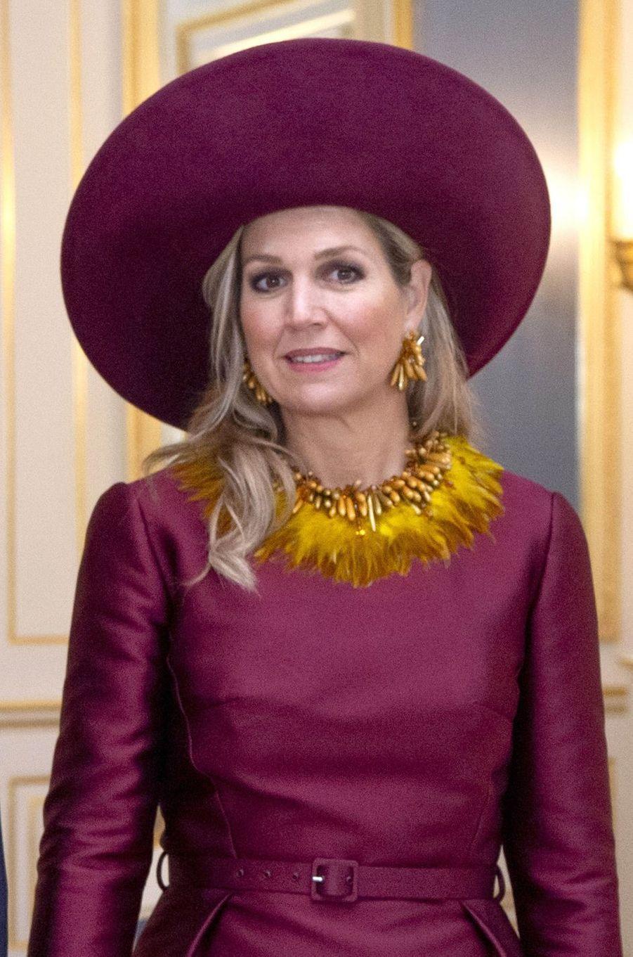 La reine Maxima des Pays-Bas avec un collier en plumes, le 14 novembre 2018