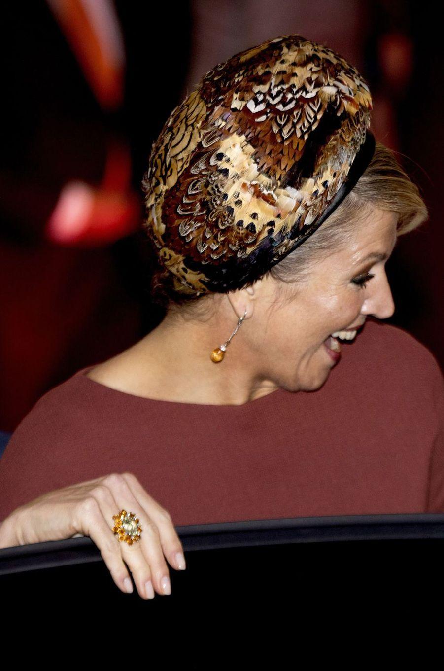 La reine Maxima des Pays-Bas avec un chapeau orné de plumes, le 18 février 2020