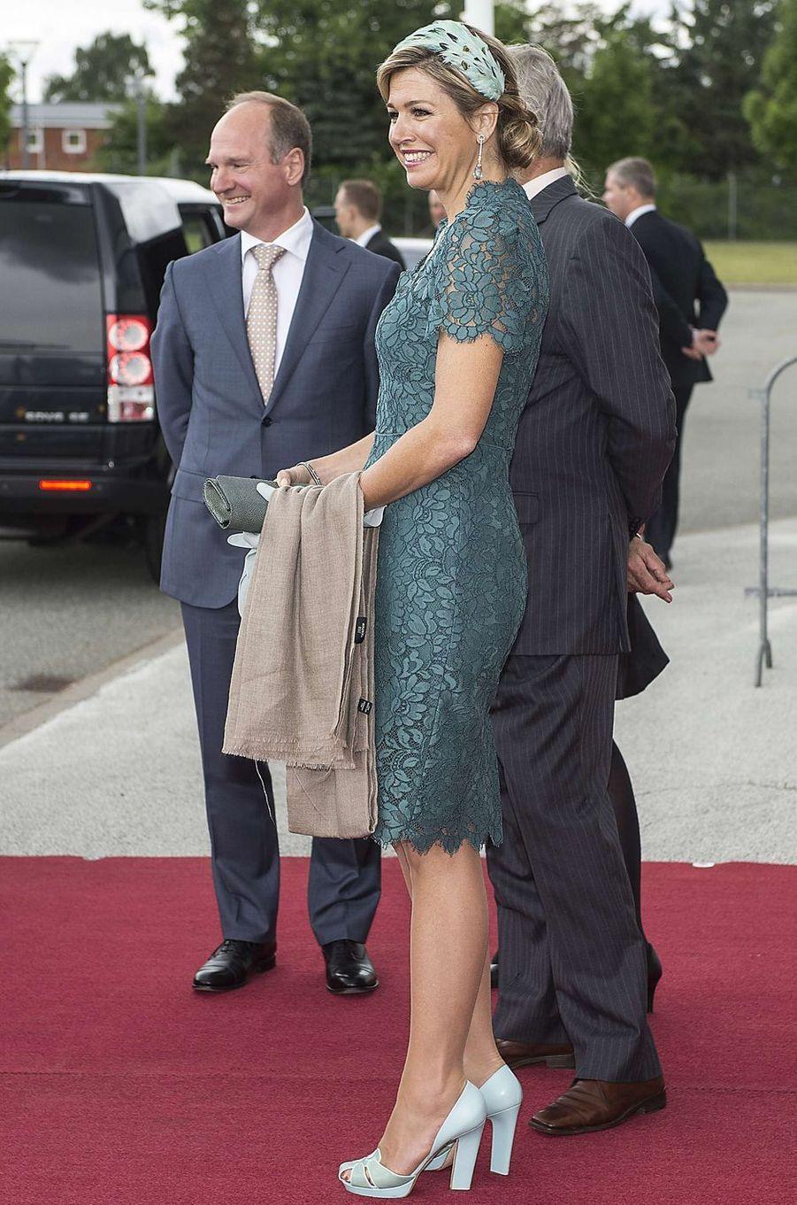 La reine Maxima des Pays-Bas avec des plumes dans les cheveux, le 25 juin 2013