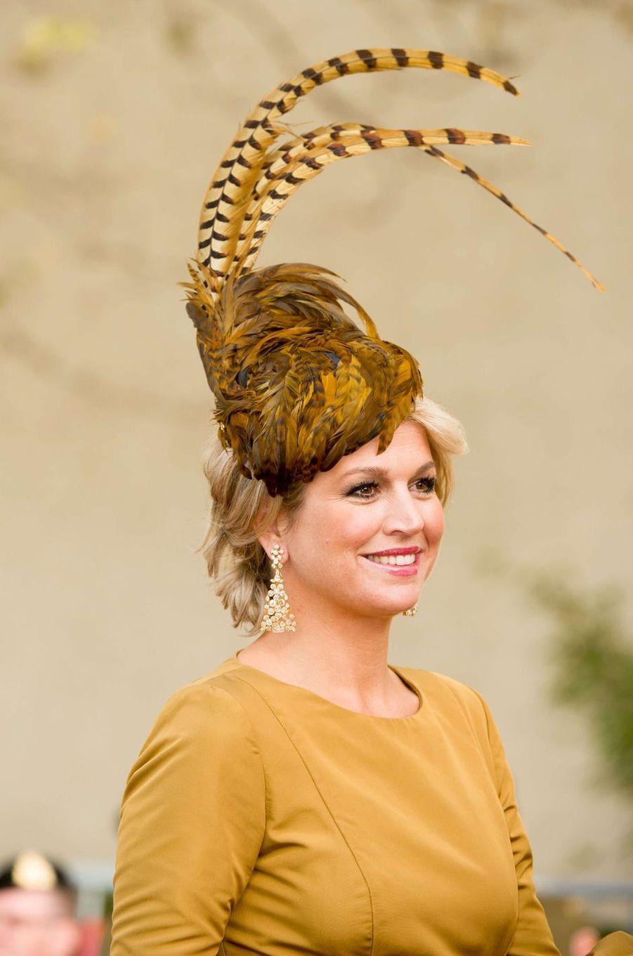 La princesse Maxima des Pays-Bas avec un chapeau orné de plumes, le 20 octobre 2012