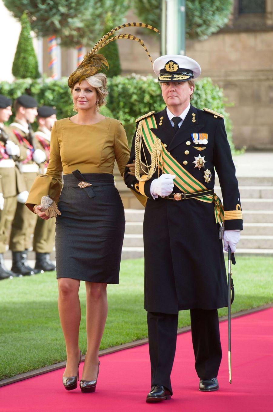 La princesse Maxima des Pays-Bas avec un chapeau orné de hautes plumes, le 20 octobre 2012