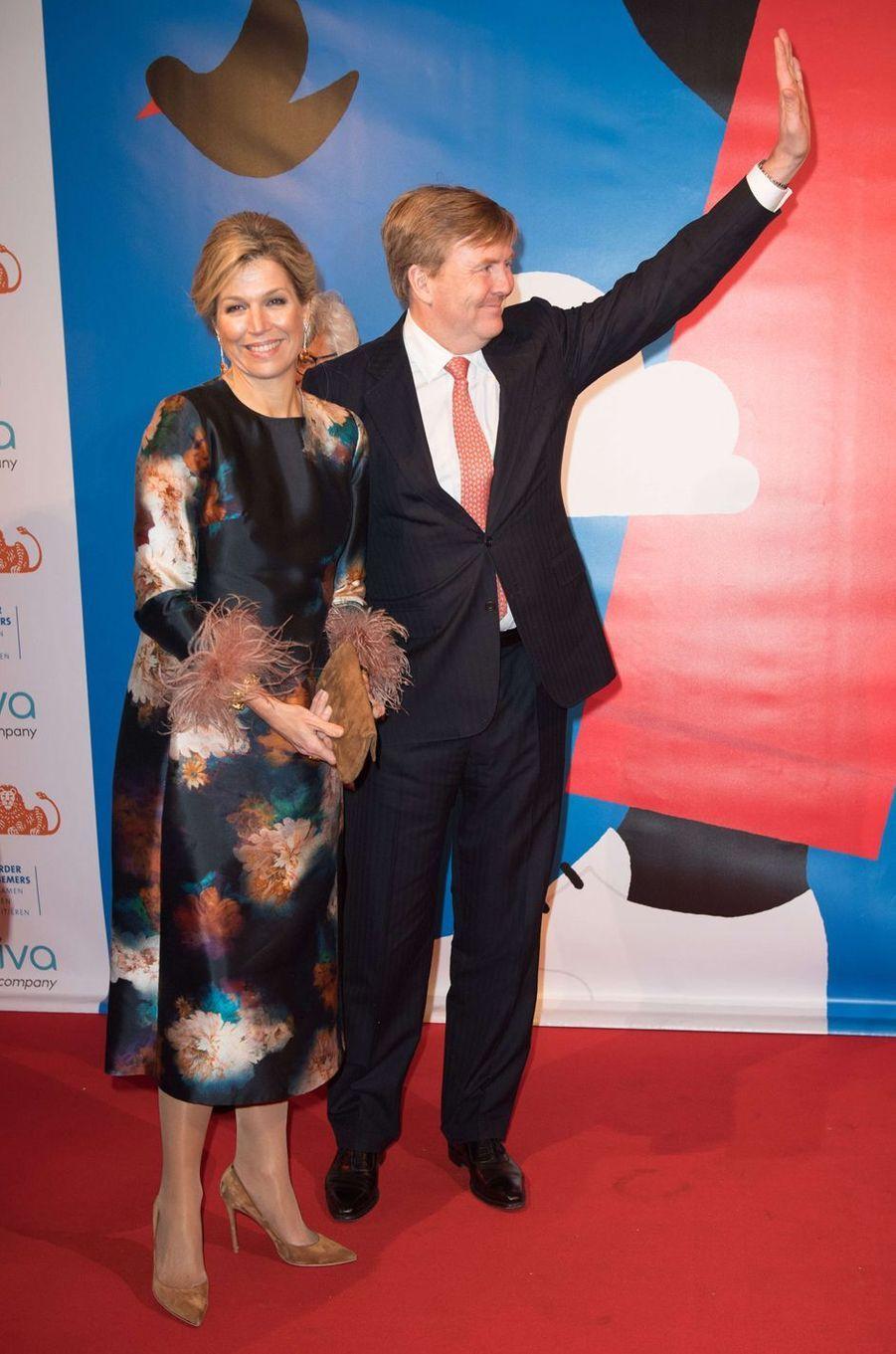 La reine Maxima des Pays-Bas dans une robe agrémentée de plumes le 29 janvier 2018