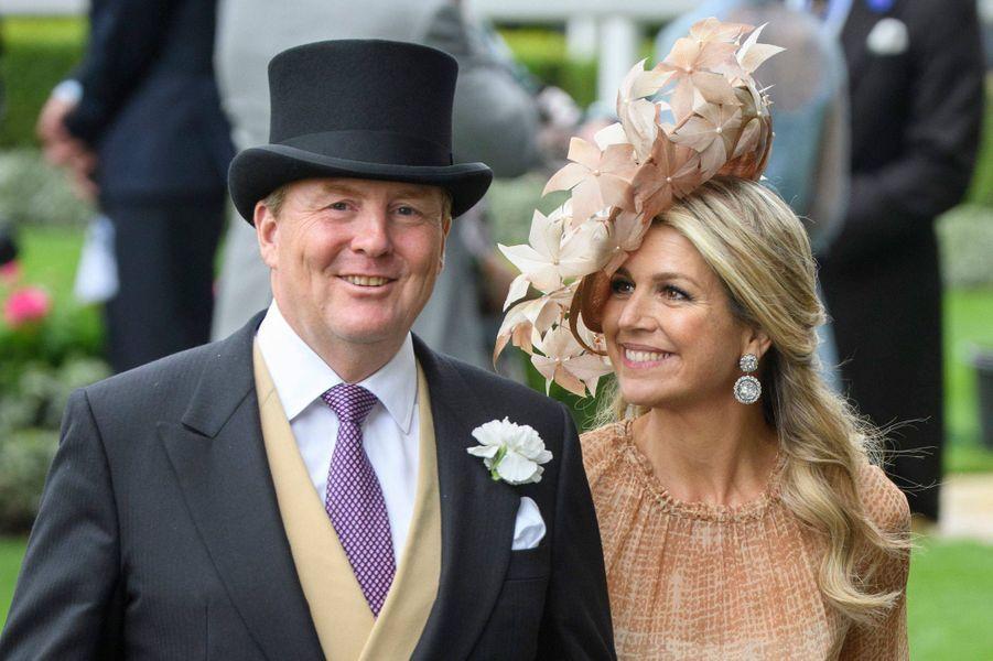 La reine Maxima des Pays-Bas avec un chapeau orné de fleurs en plumes, le 18 juin 2019
