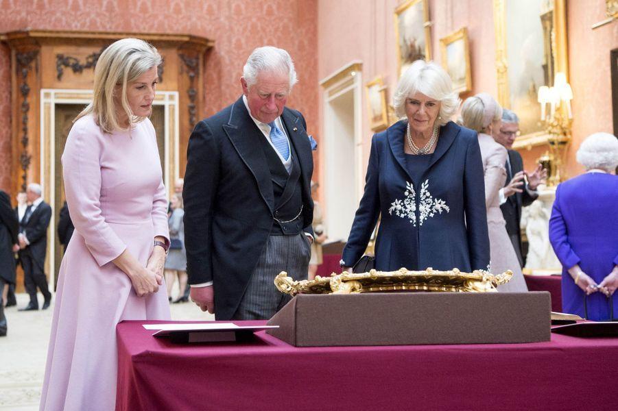 Le prince Charles, la duchesse Camilla de Cornouailles et leur belle-soeur la comtesse Sophie de Wessex à Londres, le 23 octobre 2018