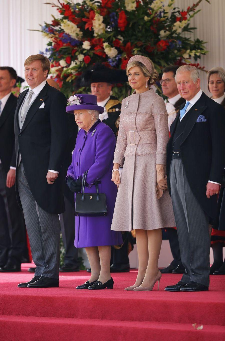 La reine Maxima et le roi Willem-Alexander des Pays-Bas avec la reine Elizabeth II et le prince Charles à Londres, le 23 octobre 2018
