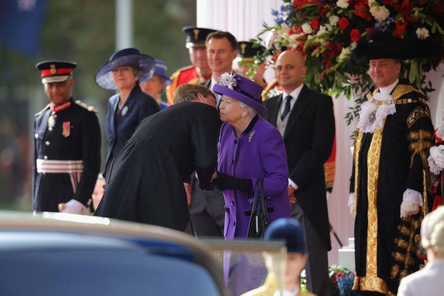 Le roi Willem-Alexander des Pays-Bas avec la reine Elizabeth II à Londres, le 23 octobre 2018
