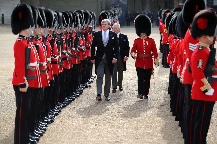 Le roi Willem-Alexander des Pays-Bas avec le prince Charles à Londres, le 23 octobre 2018