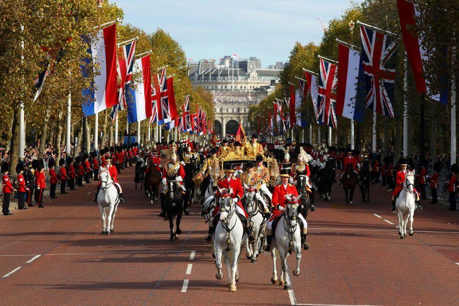 La procession des carrosses rejoint Buckingham Palace, le 23 octobre 2018