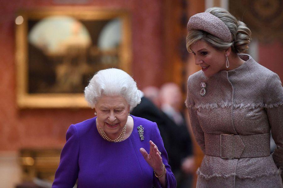 La reine d'Angleterre Elizabeth II et la reine Maxima des Pays-Bas à Londres, le 23 octobre 2018