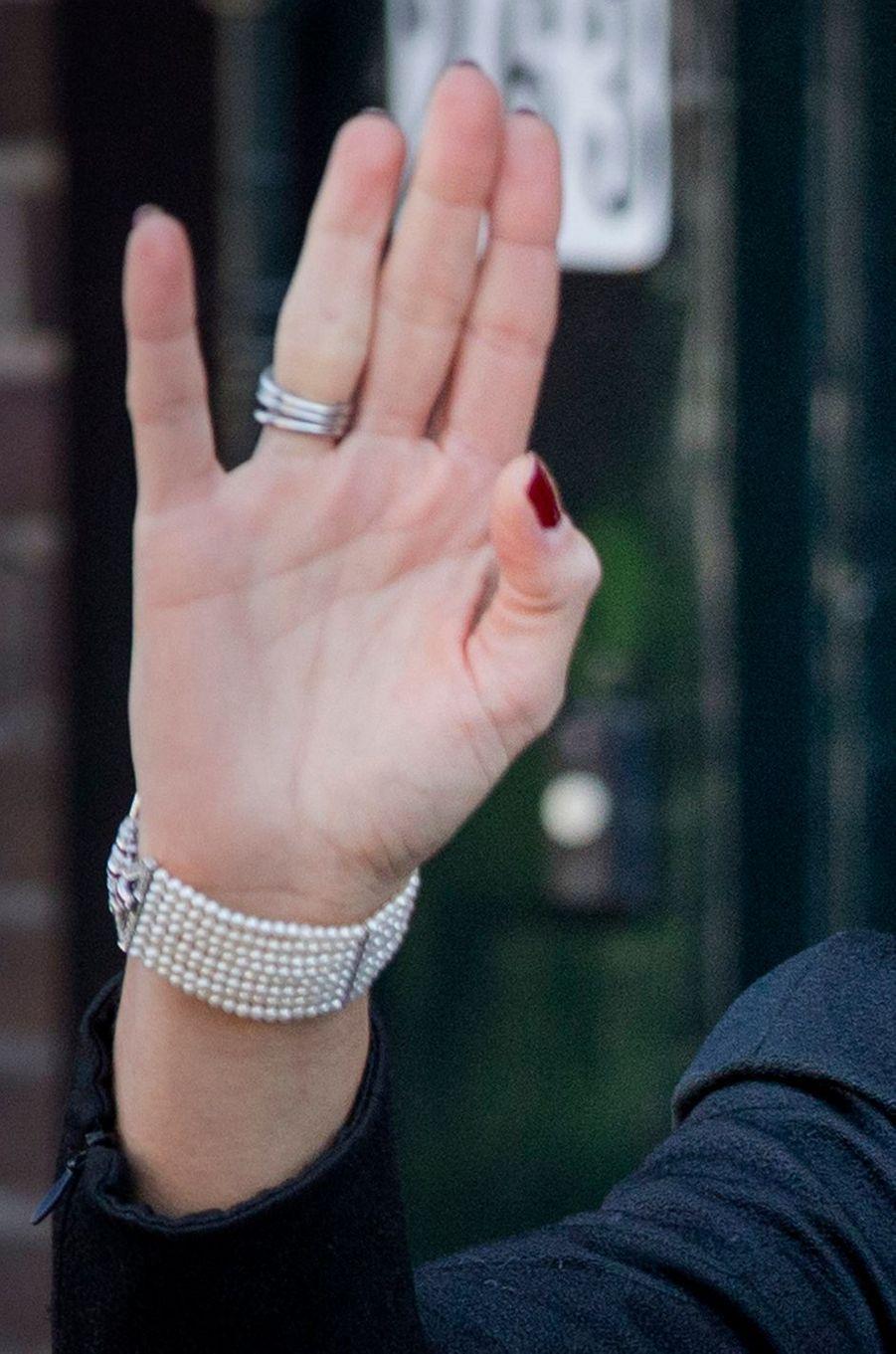 Détail du bracelet de la reine Maxima des Pays-Bas, le 27 mars 2017