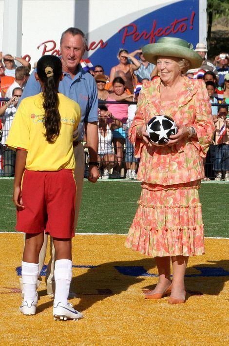 La reine Beatrix des Pays-Bas et Johan Cruyff à Aruba, le 6 novembre 2006