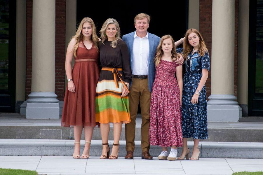 La reine Maxima et le roi Willem-Alexander des Pays-Bas avec leurs trois filles, les princesses Catharina-Amalia, Ariane et Alexia, à La Haye le 19 juillet 2019
