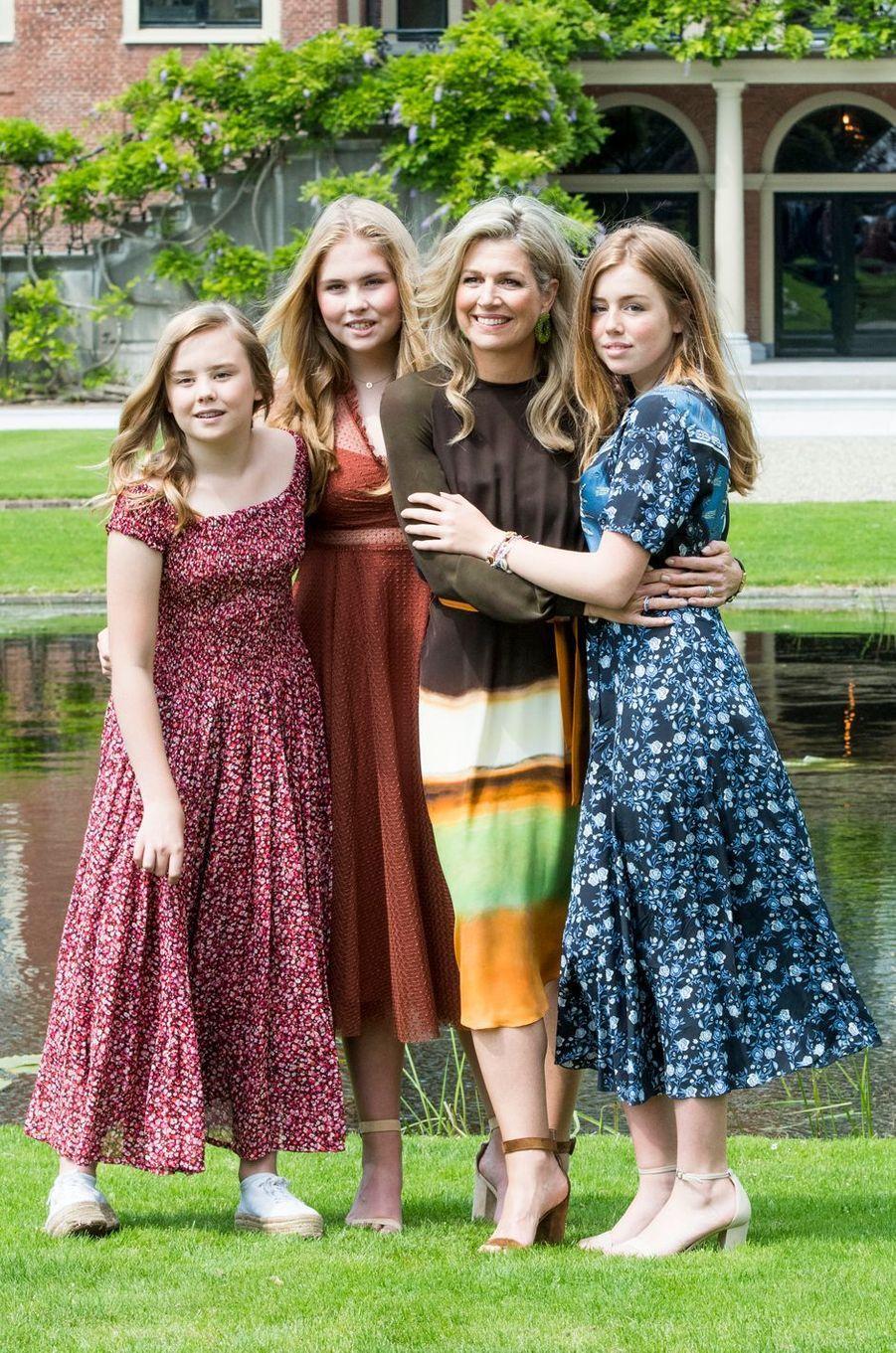 La reine Maxima des Pays-Bas entourée de ses trois filles, les princesses Ariane, Catharina-Amalia et Alexia, à La Haye le 19 juillet 2019