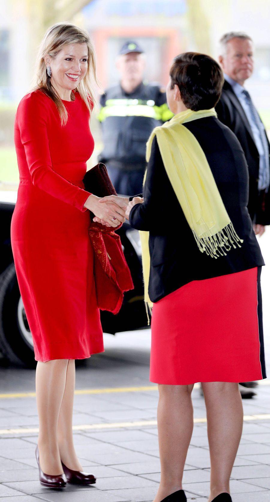 La reine Maxima des Pays-Bas, en Dolce & Gabbana, à Leyde le 12 avril 2018