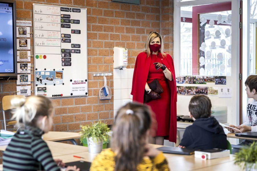 La reine Maxima des Pays-Bas dans une classe primaire à Oud-Beijerland, le 18 février 2021