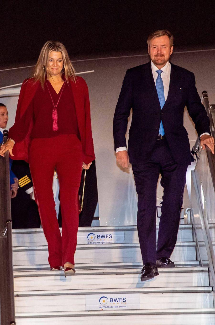 La reine Maxima des Pays-Bas dans un tailleur pantalon Claes Iversen à son arrivée en Inde, le 13 octobre 2019