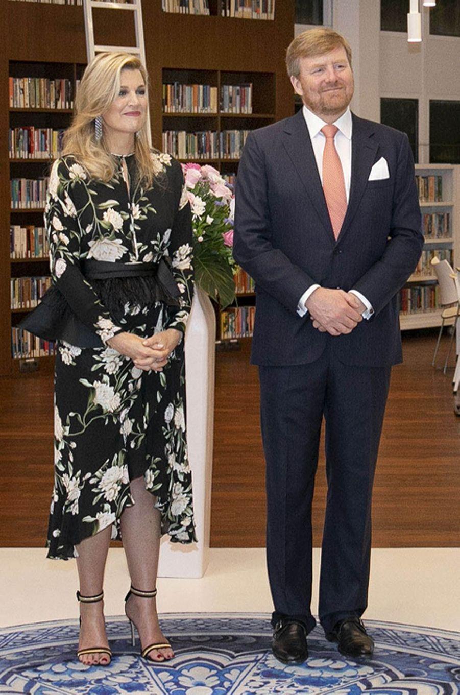 La reine Maxima des Pays-Bas dans une robe Johanna Ortiz en Indonésie, le 10 mars 2020