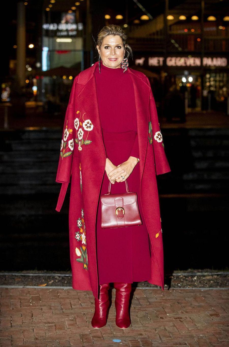 La reine Maxima des Pays-Bas, dans un manteau Oscar de la Renta, à Utrecht le 7 octobre 2020