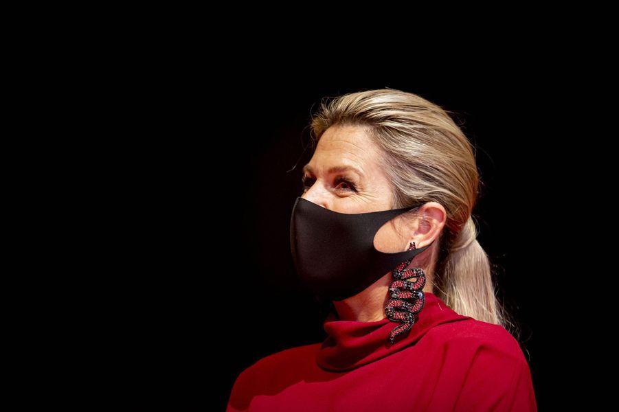 Les boucles d'oreille de la reine Maxima des Pays-Bas à Utrecht, le 7 octobre 2020