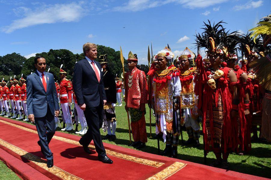 Le roi Willem-Alexander des Pays-Bas et le président indonésien Joko Widodo à Jakarta, le 10 mars 2020