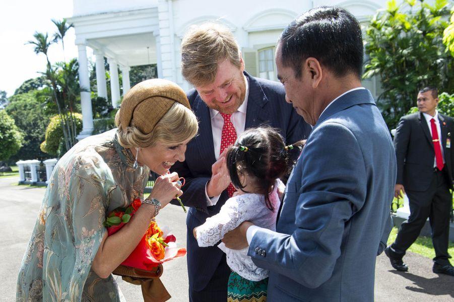 La reine Maxima et le roi Willem-Alexander des Pays-Bas avec le président indonésien Joko Widodo et sa petite-fille à Jakarta, le 10 mars 2020
