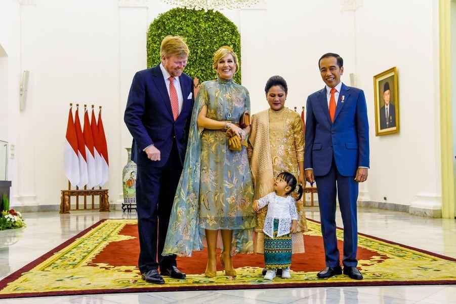 La reine Maxima et le roi Willem-Alexander des Pays-Bas avec le président indonésien Joko Widodo, sa femme Iriana et leur petite-fille à Jakarta, le 10 mars 2020