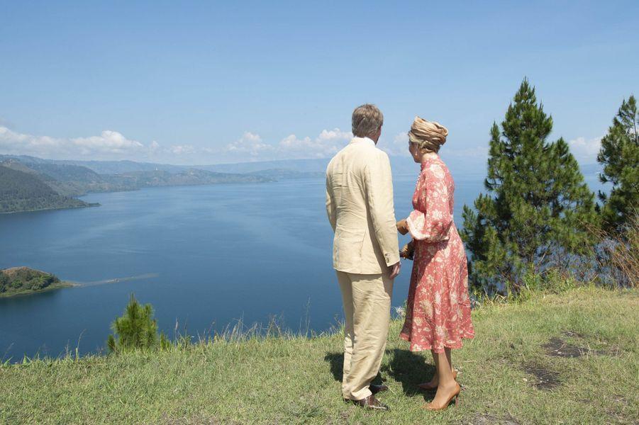 La reine Maxima et le roi Willem-Alexander des Pays-Basle 12 mars 2020 au lac Toba sur l'île de Sumatra