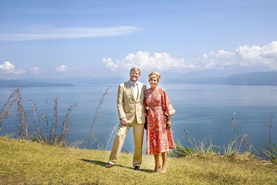 La reine Maxima et le roi Willem-Alexander des Pays-Bas au lac Toba sur l'île de Sumatra, le 12 mars 2020